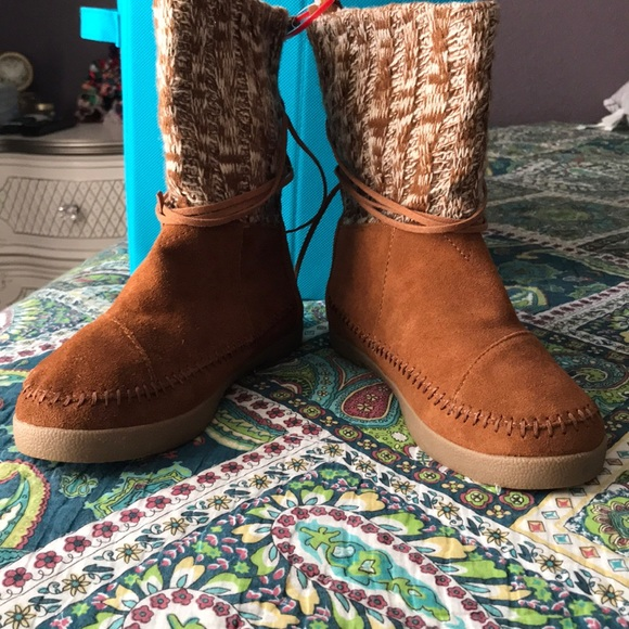 Toms Shoes - TOMS TAN SUEDE WINTER BOOTS 🥾 ❄️